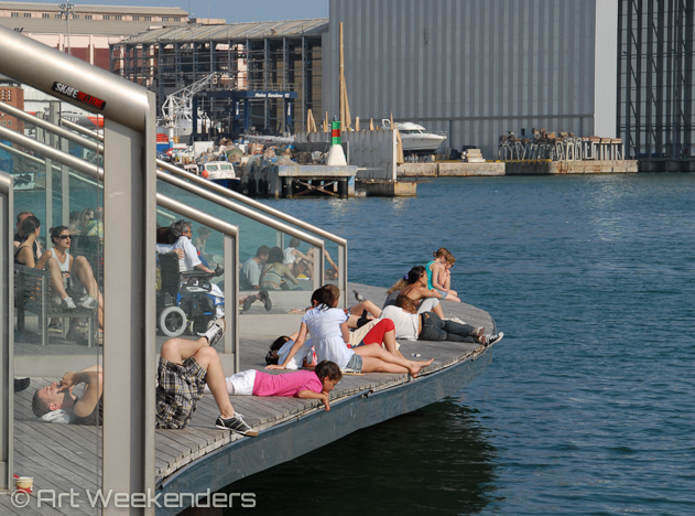 Spain_Barcelona_harbour_relaxing