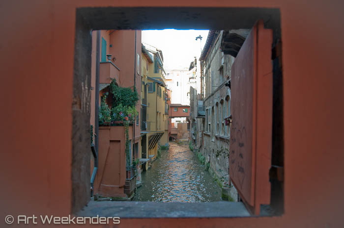 2014_Italy_Bologna_Via Piella_Window
